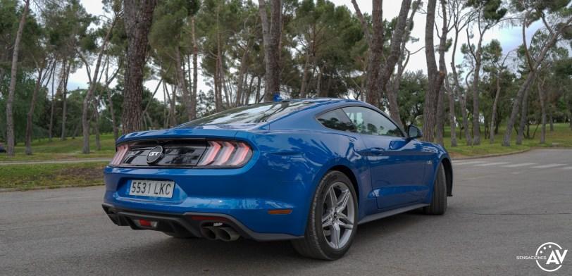 Trasera lateral derecho con luces Ford Mustang - Prueba Ford Mustang GT Fastback 2021: Puro músculo. ¡Que Dios bendiga a América!
