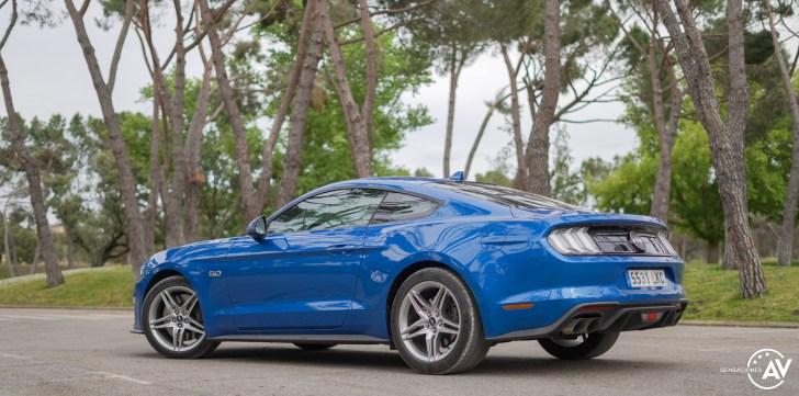 Trasera lateral izquierdo Ford Mustang - Prueba Ford Mustang GT Fastback 2021: Puro músculo. ¡Que Dios bendiga a América!