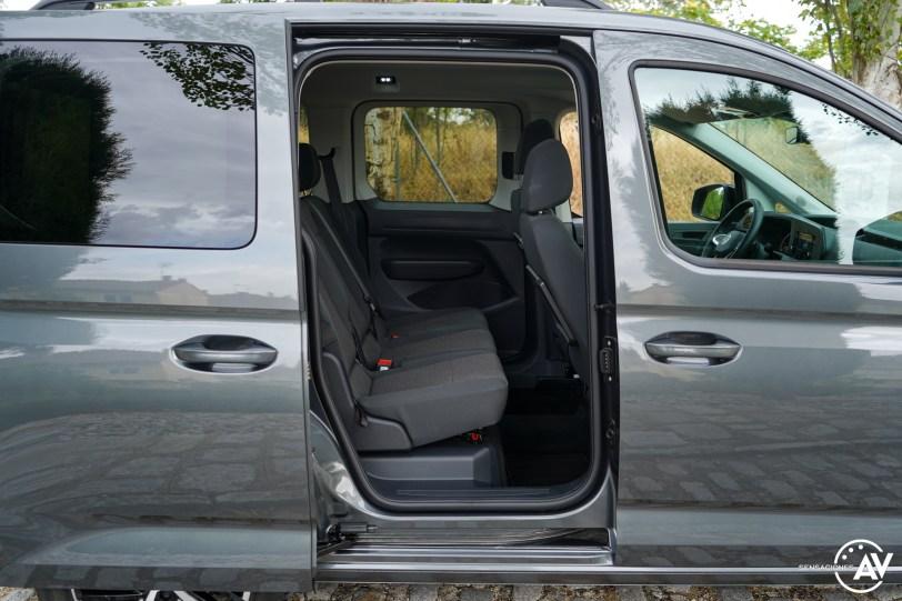 Plazas traseras vista derecha cerca Volkswagen Caddy Outdoor - Prueba del nuevo Volkswagen Caddy Outdoor 2021: Un auténtico referente