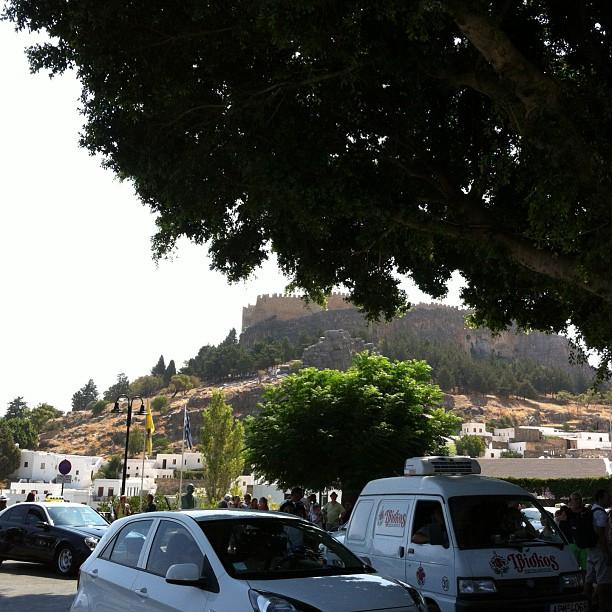 Lindos und seine Akropolis sollte man gesehen haben. Das wissen allerdings auch die übrigen Touristen... - via Instagram