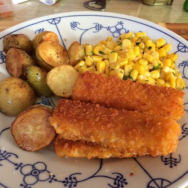 Gestern gab's ja so tolles Essen, da habe ich heute mal die Tiefkühle leergemacht. @having Fischstäbchen! <a rel=