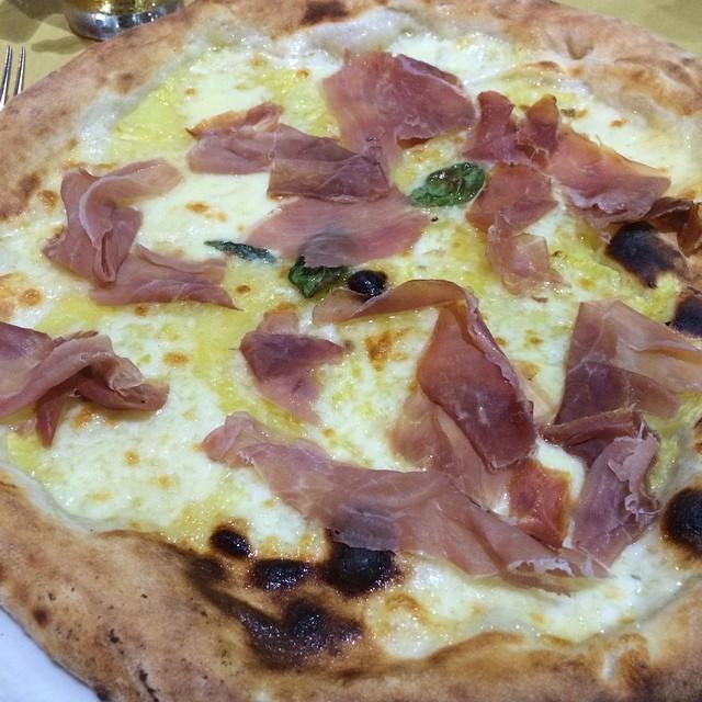 Und zum Abschluss der Reise, so stellt sich der Italiener eine Pizza Hawaii vor: Speciale Tropicale <a rel=