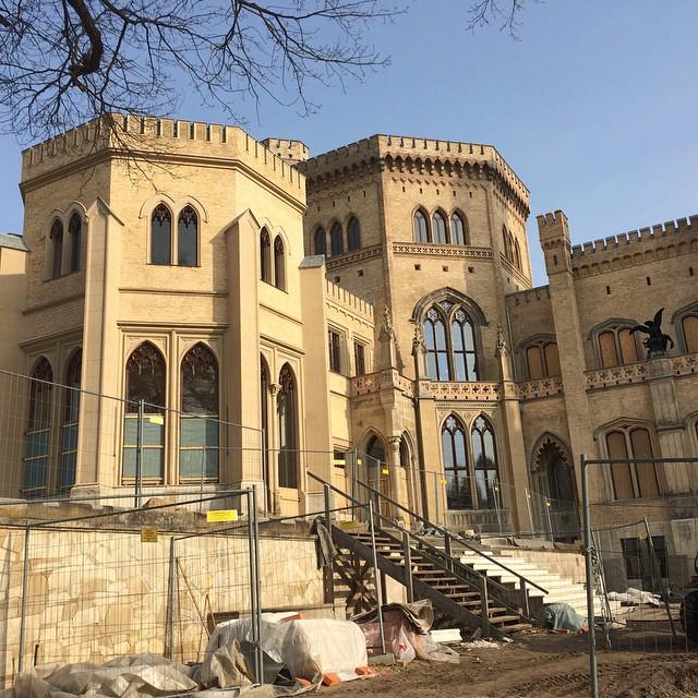 Bauarbeiten am eigenen Schloss laufen offenbar wie geplant ;-) #potsdam - via Instagram