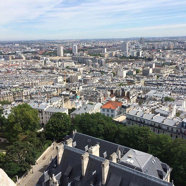 Heute riskieren wir mal einen Blick von Sacre-Cœur. Nach 300 Stufen #Paris2015 - via Instagram