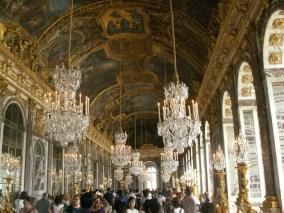 Der Spiegelsaal, damit er größer wirkt...