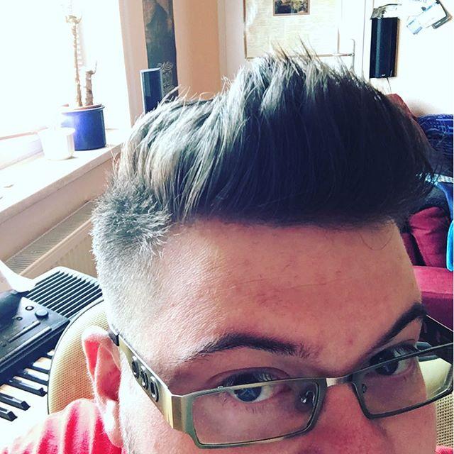 Ich war beim Friseur und habe nicht gesagt: Dasselbe wie letztes Mal. Find's klasse! - via Instagram