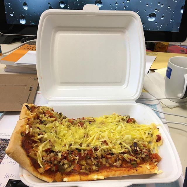 Quick lunch, vegetarian pizza #nofoodporn #mensa - via Instagram
