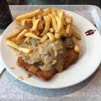 Schnitzel-Time bei Höffner vorhin #foodporn #schnitzel - via Instagram