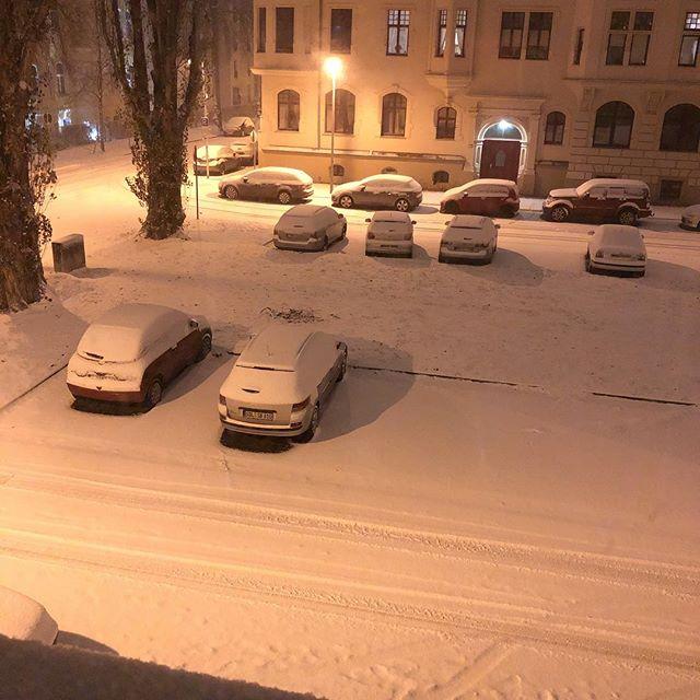 Sonntag ist Schneetag! #letitsnow - via Instagram
