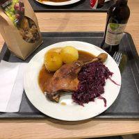 Entenkeule mit Rotkohl und Klößen #foodporn - via Instagram