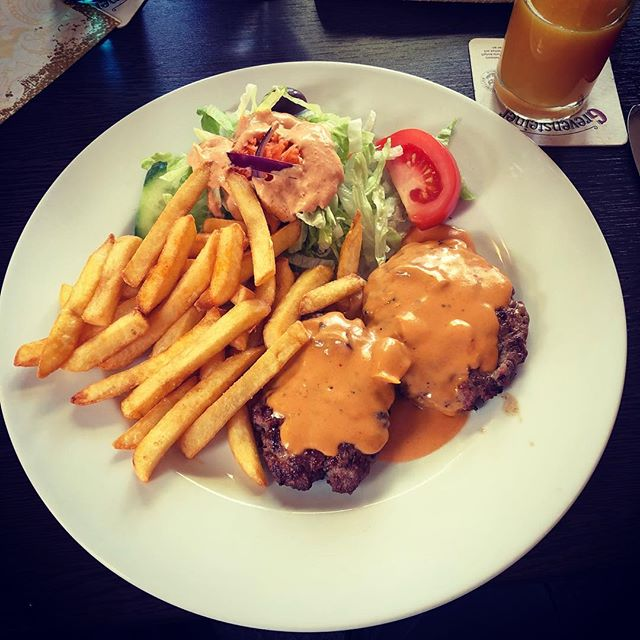 Greek Lunchtime: Suzuki with Metaxa-Cream-Sauce and Fries #friday <a rel=