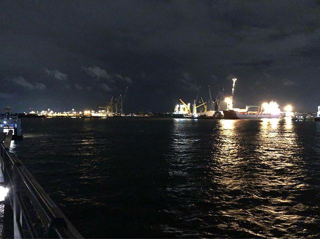 Wenn die Konferenz pausiert: Hamburg bei Nacht <a rel=