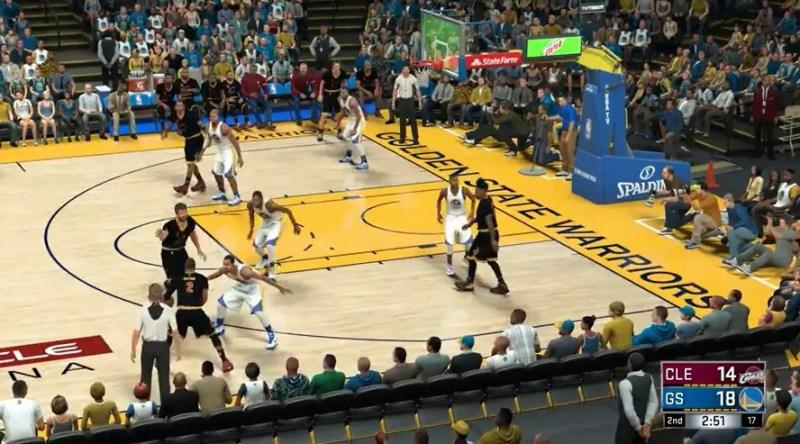 Kyrie Irving i Cleveland försöker hitta på något för att skapa yta. Pick n´roll-spelet kunde fungera bättre i NBA 2K17.