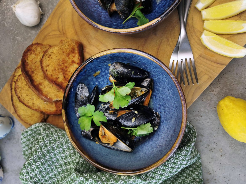 musslor och vitlöksbröd