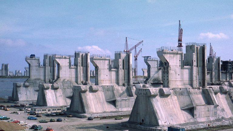 The Delta Works, The Oosterscheldekering