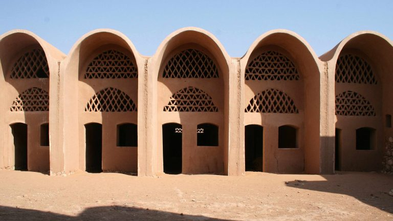 Hassan Fathy, Building in the Desert in New Baris