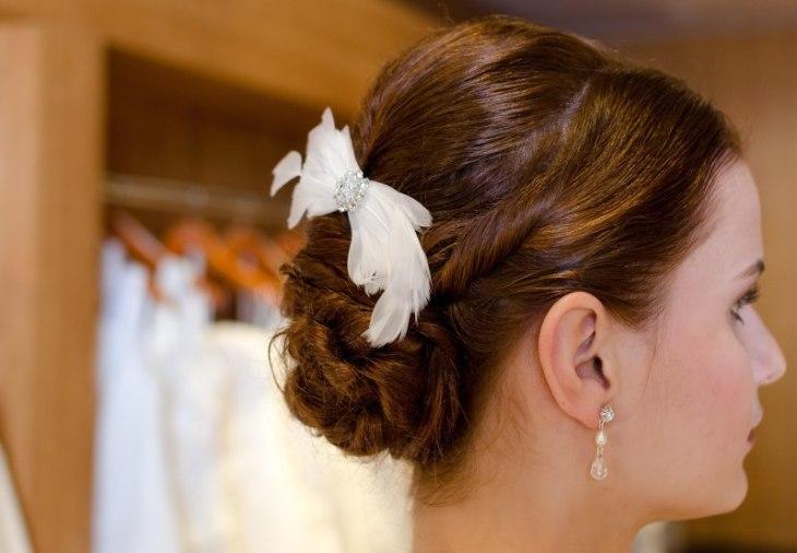 Die Braut Göttingen toppt die Brautfrisuren mit passenden Accessoires.