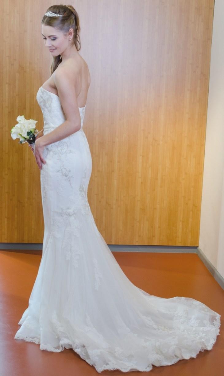 """Leider sind die Räumlichkeiten von Die Braut Göttingen keine perfekte Shooting-Location. Doch die Brautkleid-Kollektionen sind wunderschön. Kleid: """"Hanoi"""" von Enzoani"""