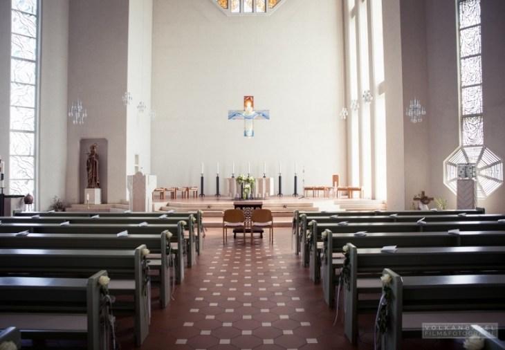 Die Kirche - noch ohne Hochzeitsgesellschaft.
