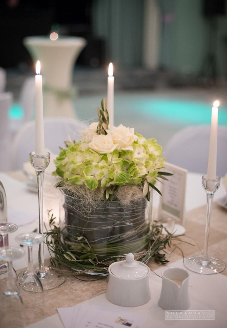 18 Tischdekoration grün creme weiß Hortensie