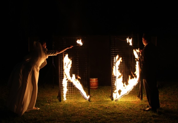 Feuervariete Feuershow Cedrus Inflamnia Hochzeitspaar Initialen 1