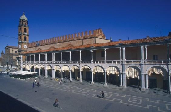 Faenza piazza del popolo Palazzo del Podestà
