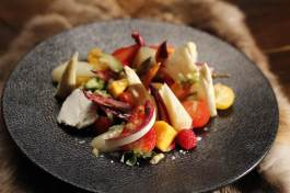HINDARFJOLL cottacruda di verdure, frutta e formaggi