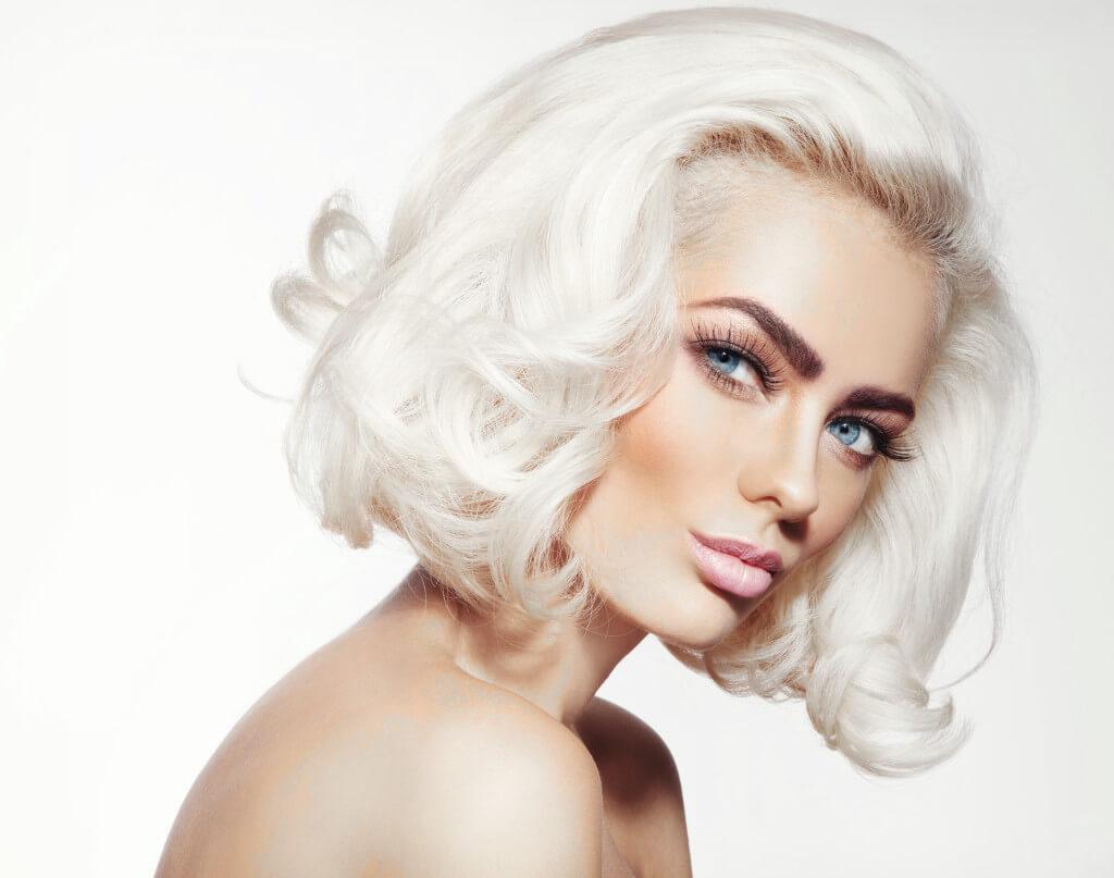Capelli bianchi, il nuovo trend moda. A tutte le età ...