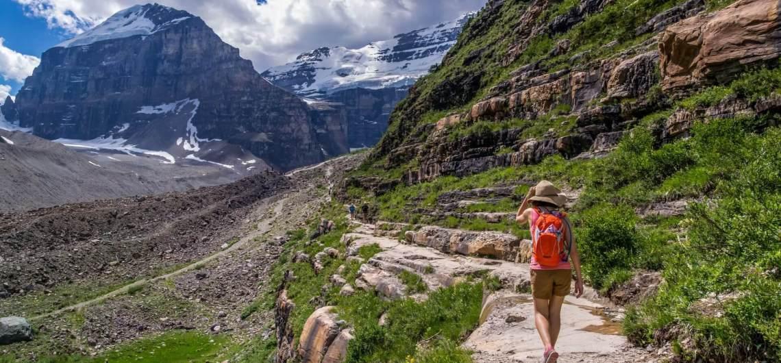 Camminare in montagna rinvigorisce corpo e spirito