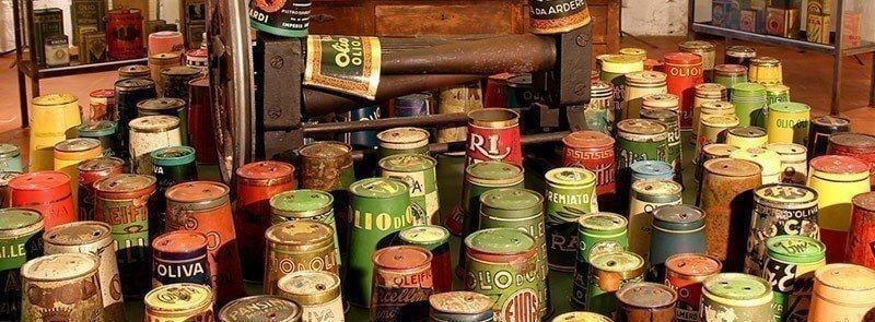 Lattine italiane per olio d'oliva. Collezione Guatelli 1860-1960-