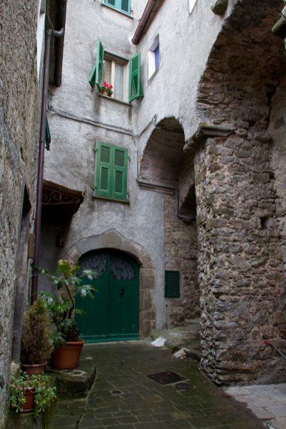 © Vittorio Puggioni APU-9509 Viano, viuzze, archi e voltini. Lunigiana. Toscana. Italia