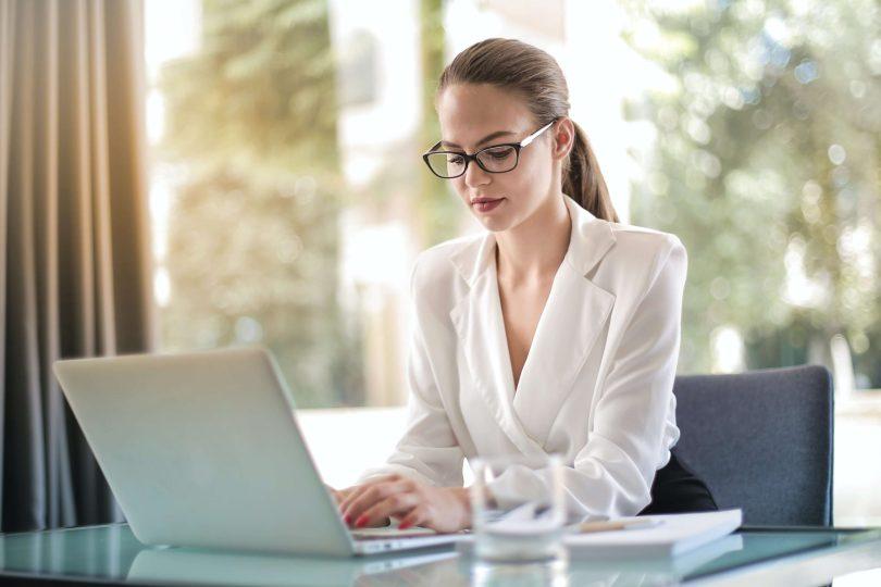 crisi-economica-diminuiscono-le-imprese-femminili-i-dati-nellinfografica-godaddy