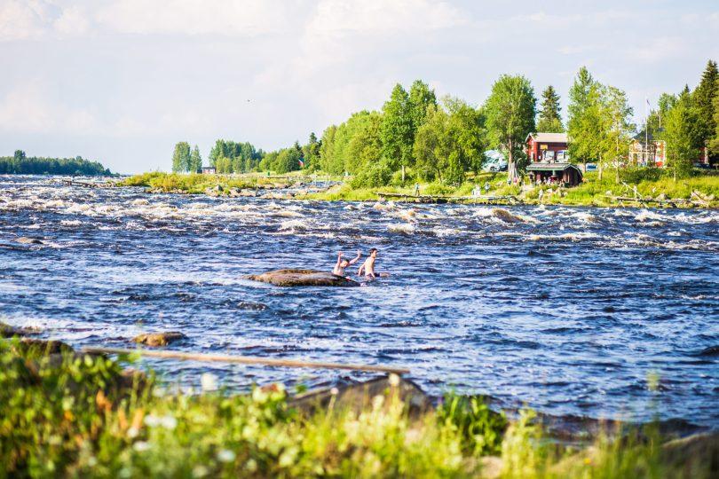 lapponia-svedese-orientale-la-magia-del-sole-di-mezzanotte