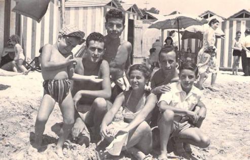 lucio-dalla-in-spiaggia-a-Manfredonia