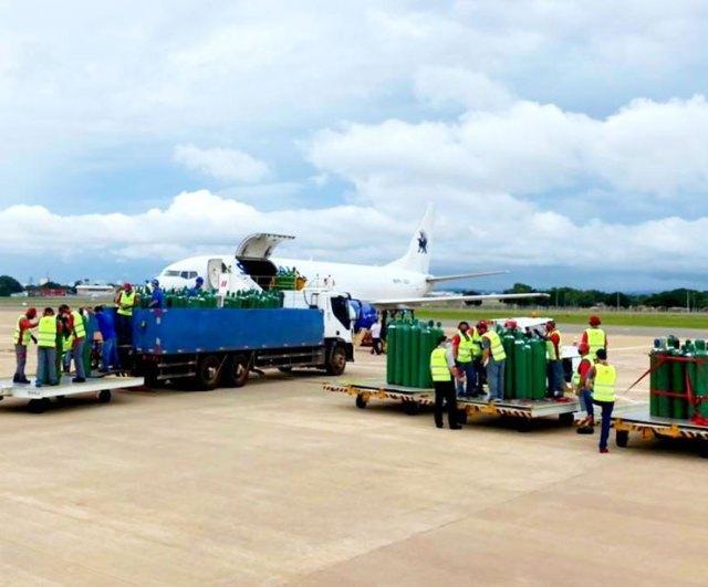 1 6 - Chegam em Manaus os 150 cilindros de Oxigênio enviados por Gusttavo Lima