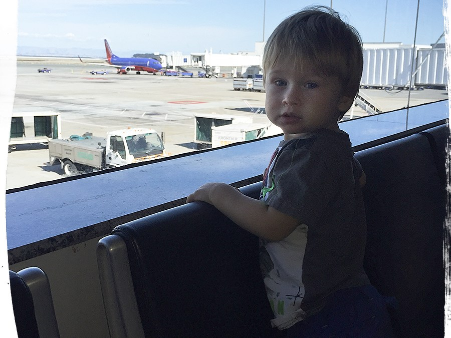 Traveling with your Toddler: 20 Activity Tips when flying