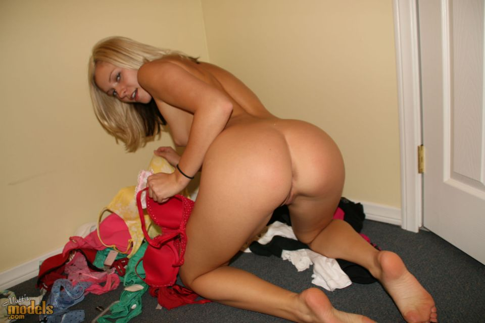 blonde amateur ass