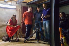 set sotterraneo con Priscilla e i realizzatori