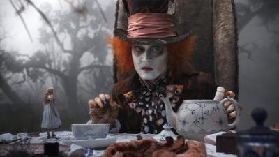 johnny depp e mia wasikowska in alice in wonderland di tim burton