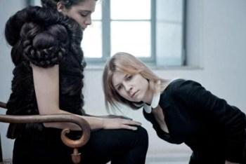 Ariane Labed e Clémence Poésy in THE CAPSULE di Athina Rachel Tsangari
