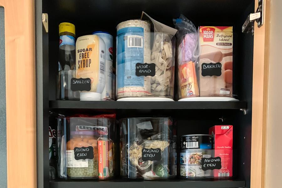 Hoe je eten in jouw keukenkastjes kunt organiseren