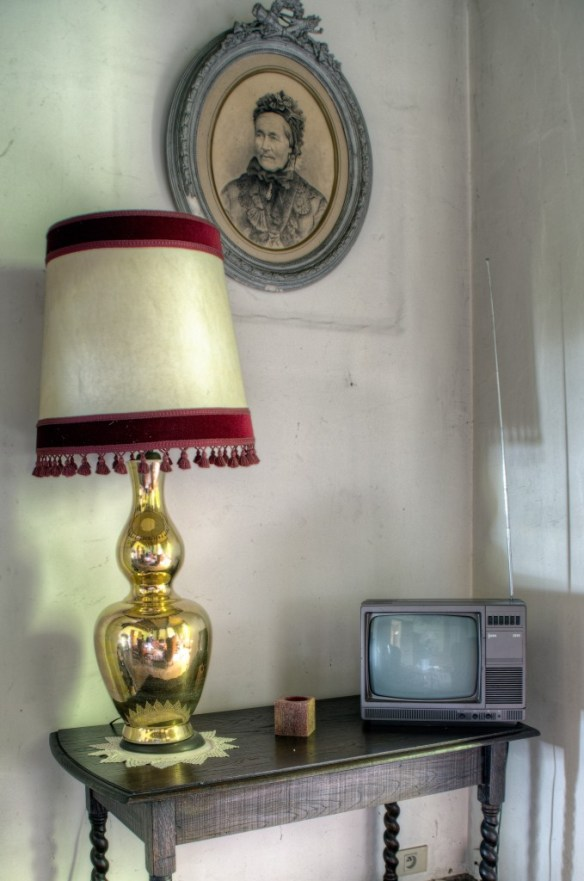 Little tv and lamp