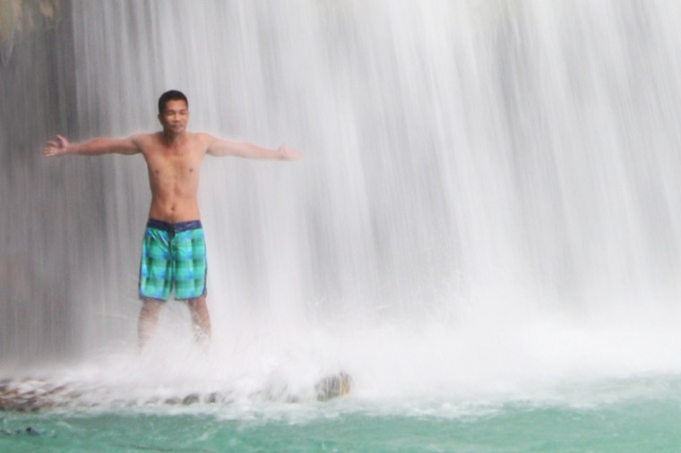 Refreshing massage at Kawasan Falls