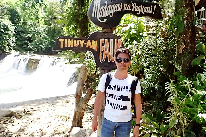 Fresh na fresh! Di halatang kulang ang tulog at bumyahe ng halos pitong oras :-)
