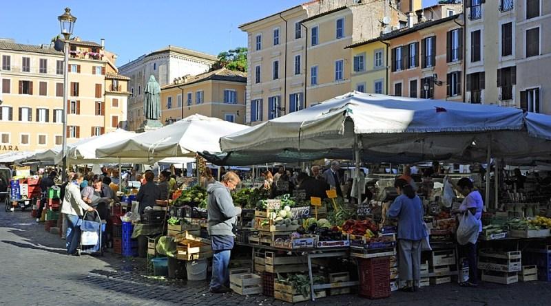 Delibera Centro storico, blocco a frutterie e minimarket