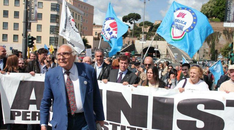 Marcia per l'amnistia, la giustizia, la libertà intitolata a Marco Pannella e Papa Francesco.