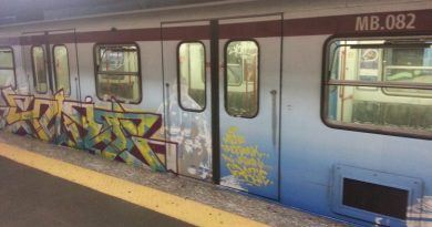 operazione antigraffiti su metro A