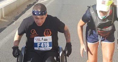 """Al via la """"strana coppia"""" del Roma Road Runners Club: Monica Cattaneo e Claudio Palmulli. Lui, della Lazio e con tetraparesi, lei, della Roma e con una neurofribomatosi bilaterale di tipo 2."""