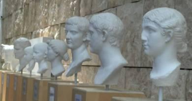 calchi in gesso dei ritratti dei nipoti di Augusto.