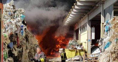 Incendio alla Eco X, il Sindaco firma un'ordinanza: domani e dopodomani scuole chiuse in tutto il territorio